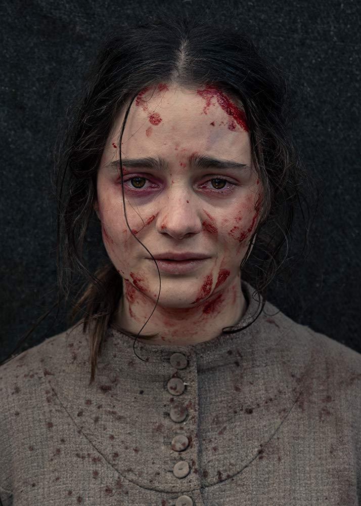 Il volto imbrattato di sangue di Aisling Franciosi in The Nightingale