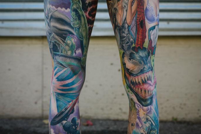 I personaggi Marvel tatuati sulle gambe di Rick Scolamiero