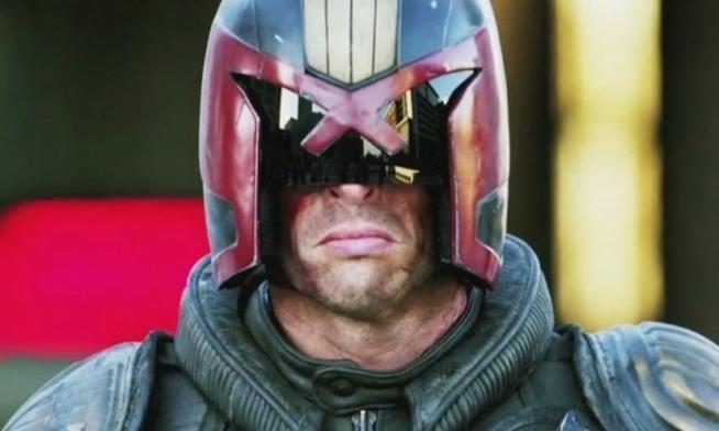 Karl Urban in una scena tratta dal film Dredd