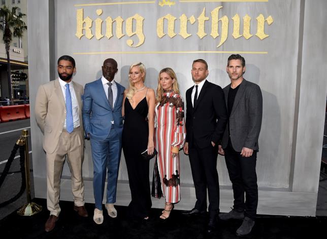 I protagonisti di King Arthur in posa sul red carpet