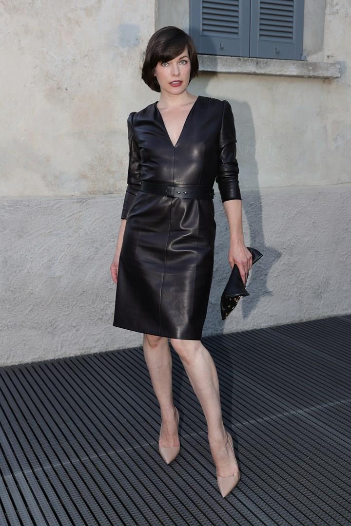 Milla Jovovich in un sensuale abito di pelle