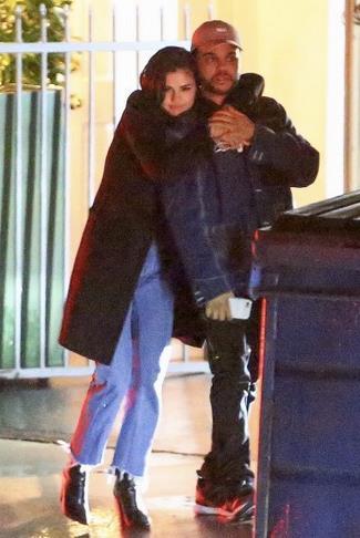 Selena Gomez e The Weeknd paparazzi a Santa Monica