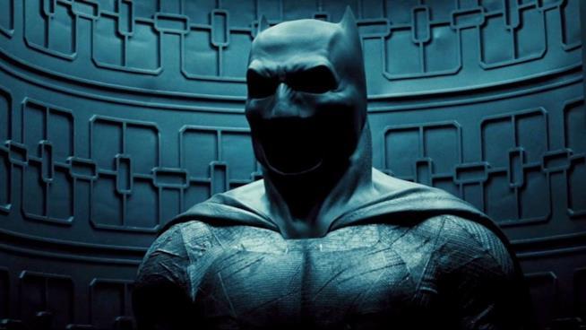 Un primo piano dell'armatura del Cavaliere Oscuro in Batman V Superman. Dawn of Justice