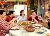 I ragazzi della serie TV Friends a tavola per il Giorno del Ringraziamento