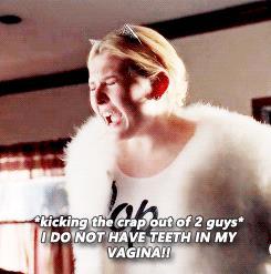 Chanel #5 difende Tyler in Scream Queens