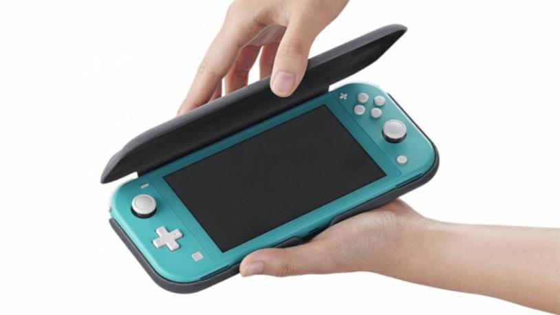 Un'immagine della flip cover ufficiale di Nintendo Switch Lite