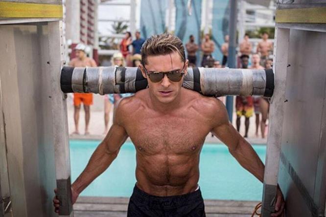 Zack Efron scolpisce il suo fisico sul set di Baywatch