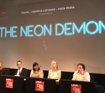 Nicolas Winding Refn e Elle Fanning a Roma per The Neon Demon: Vi svelo un segreto, tutti rubano e q