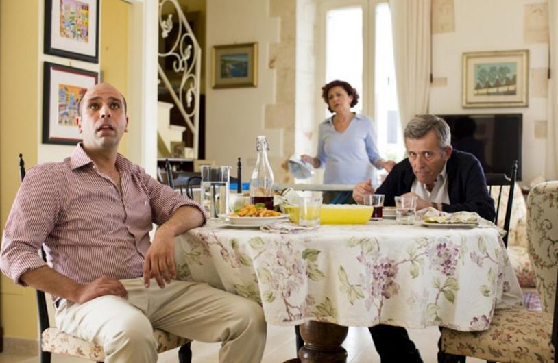 Peppino a tavola con Checco e Caterina in Quo vado?