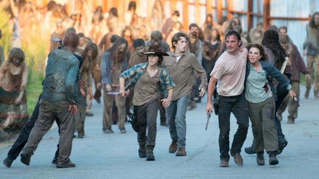 Il cast di The Walking Dead 6 in una scena del midseason finale