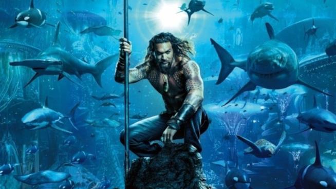 Un primo piano di Aquaman nel poster promozionale del film
