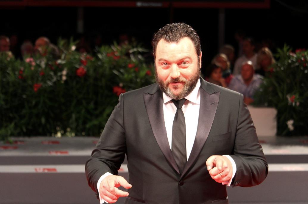 Denis Ménochet, protagonista di Jusqu'à la garde, sul red carpet di Venezia 74