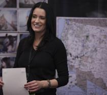Paget Brewster nei panni di Emily Prentiss sul set di Criminal Minds