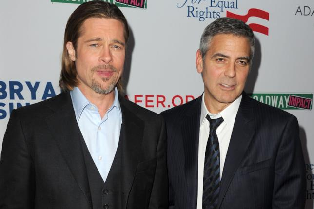 Primo piano di Brad Pitt e George Clooney