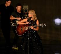 Tory Kelly canta Hallelujah agli Emmy 2016