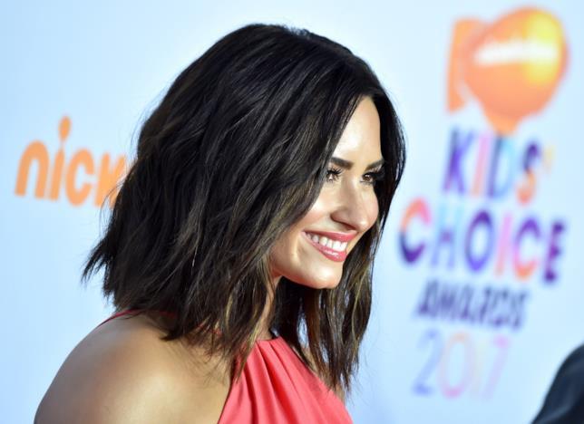 Un sorridente primo piano di Demi Lovato