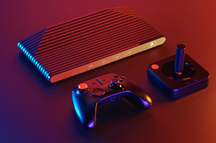 Atari VCS con joystick e gamepad