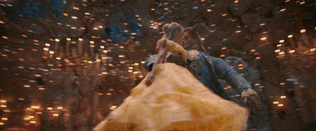 La Bestia danza con Belle nel remake live action del 2017
