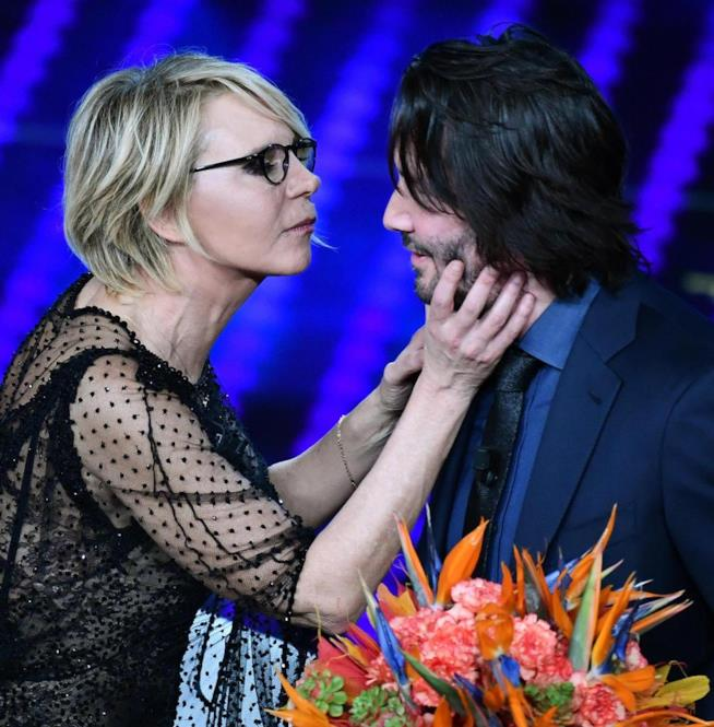 Maria De Filippi bacia Keanu Reeves, Sanremo 2017
