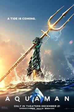 La mano di Aquaman che esce dall'acqua