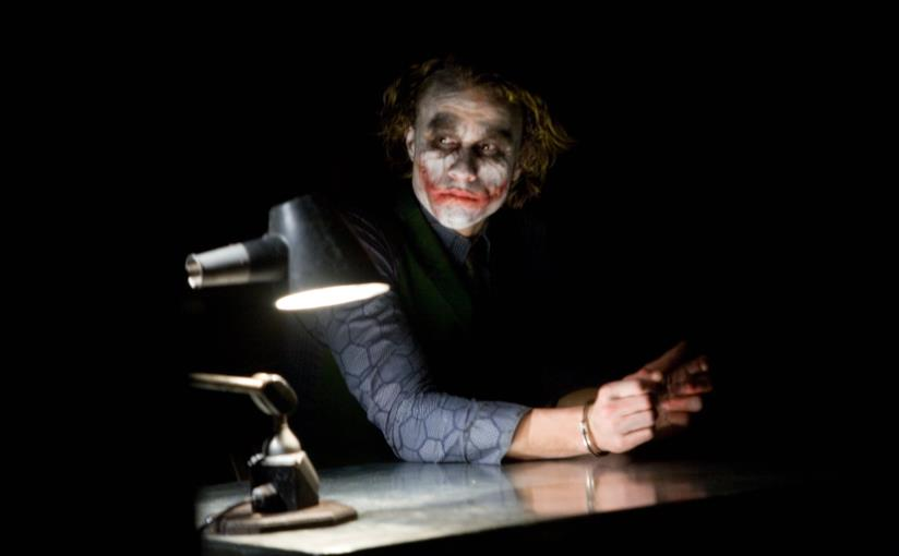 Heath Ledger in una scena de Il cavaliere oscuro
