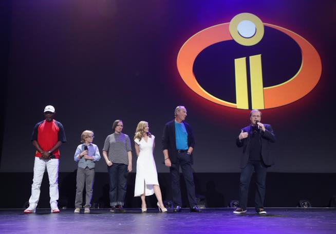 Il cast de Gli Incredibili sul palco del D23