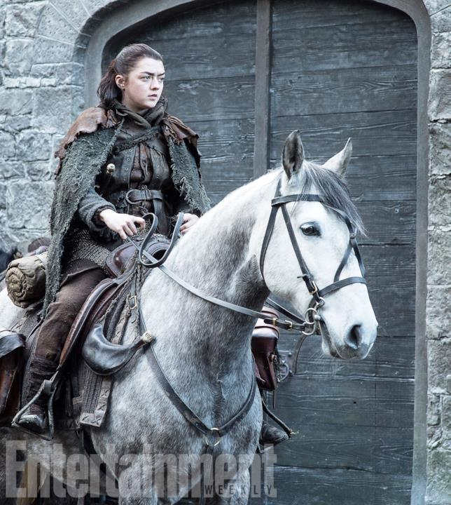 GoT 7: Arya Stark a cavallo