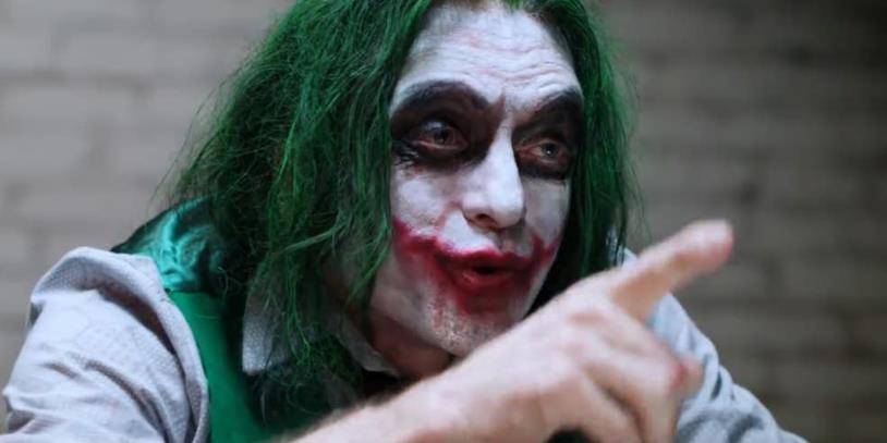 L'intensa interpretazione di Joker a opera di Tommy Wiseau