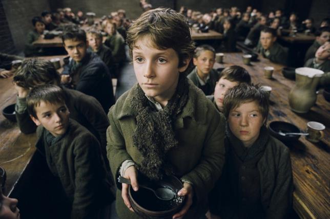 L'orfano Oliver Twist in una mensa per poveri