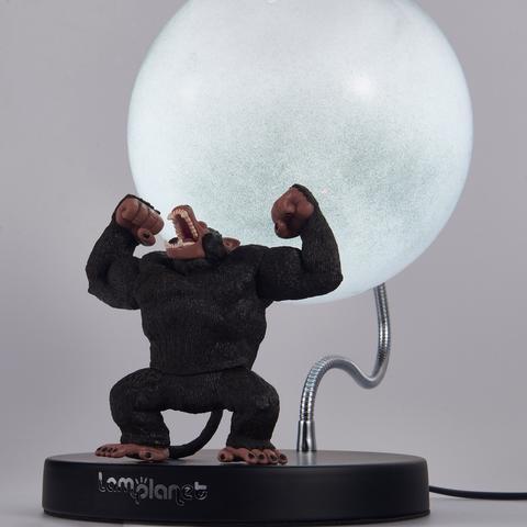 La lampada di Lamplanet che raffigura un Oozaru con alle spalle la Luna piena