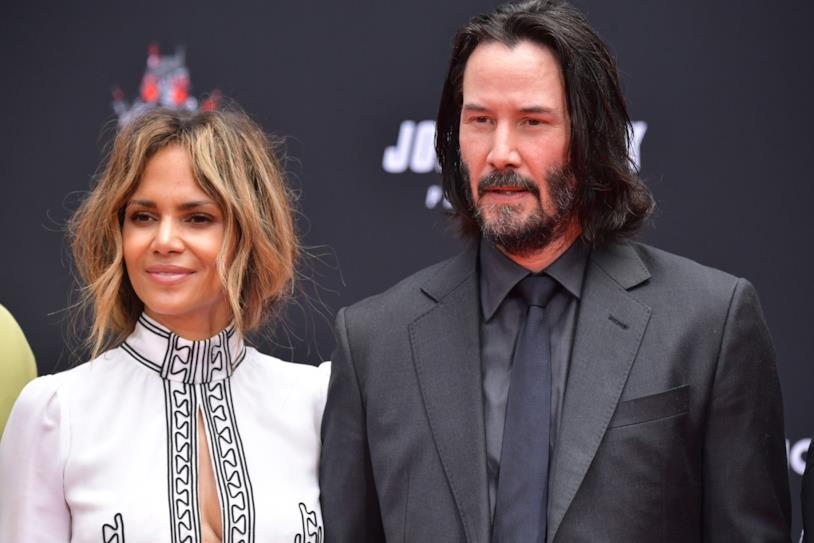 Keanu Reeves e Halle Berry posano per i fotografi
