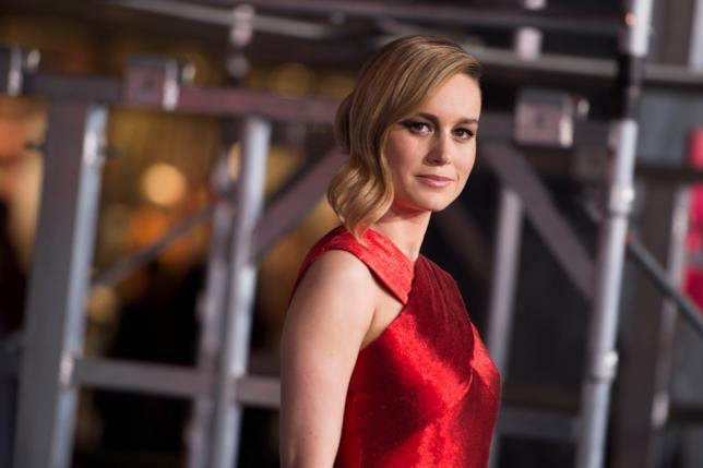 Brie Larson in vestito rosso alla prima di Kong: Skull Island