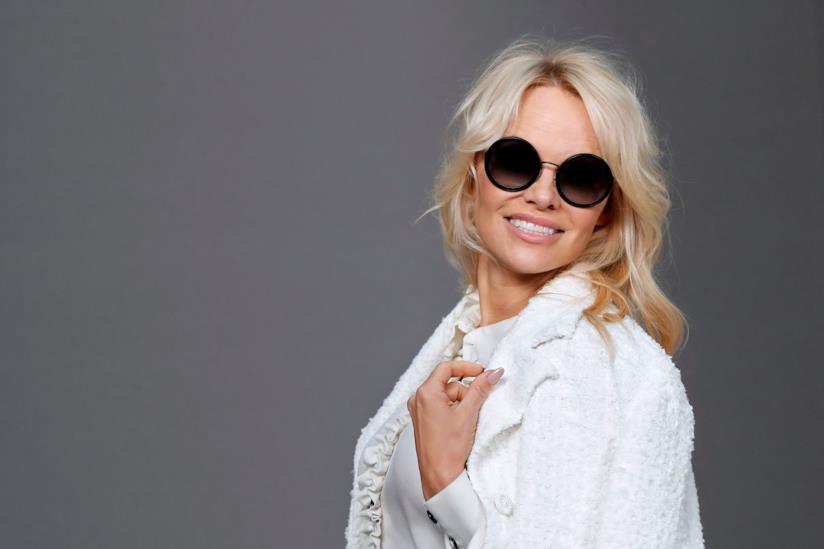 Pamela Anderson torna single: il quinto matrimonio è durato solo 12 giorni