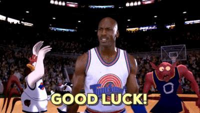 Michael Jordan festeggia un canestro nel primo Space Jam