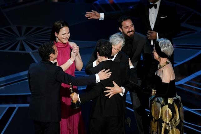 Il cast di una donna fantastica sul palco degli Oscar