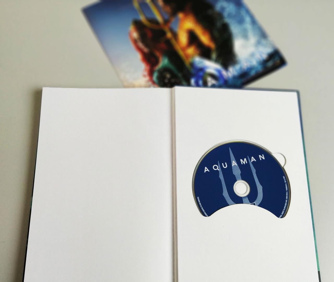 Retro del fumetto di Aquaman con il disco Blu-ray