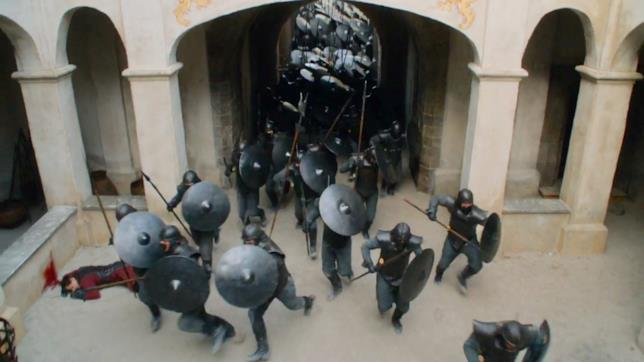 Immacolati entrano a Castel Granito in Game of Thrones 7x03