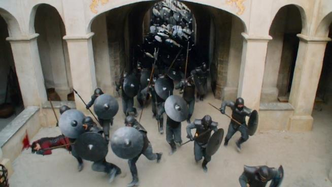 Immacolati entrano a Castel Granito in Game of Thrones 7x03