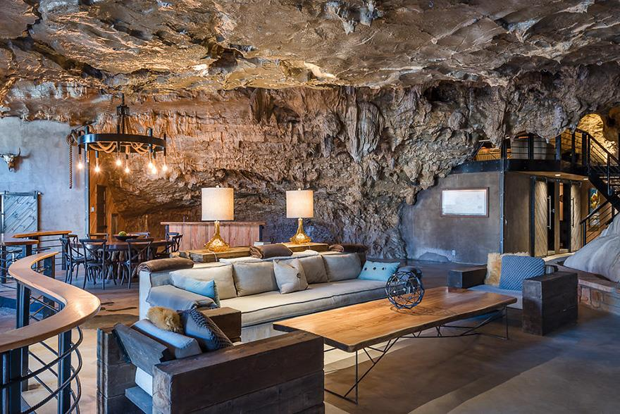 L'interno della Beckam Creek Cace Lodge: living-room