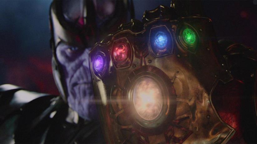 Un primo piano di Thanos e dell'infinity Gauntlet