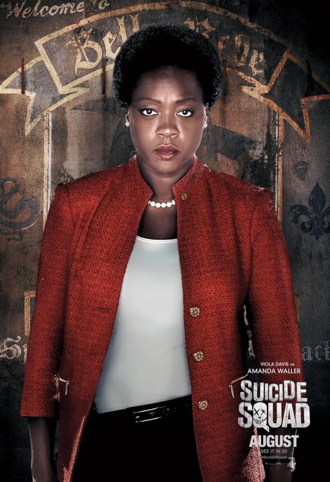 Viola Davis nel poster di Amanda Waller in Suicide Squad