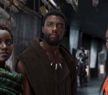 Lupita Nyong'o, Letitia Wright e Chadwick Boseman in una scena del film