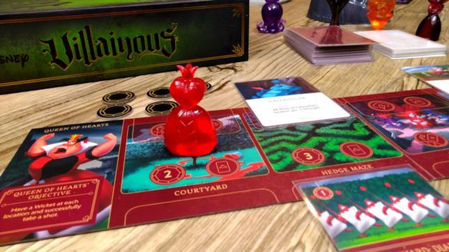 Disney Villainous: dettagli del tabellone di gioco, carte e pedine