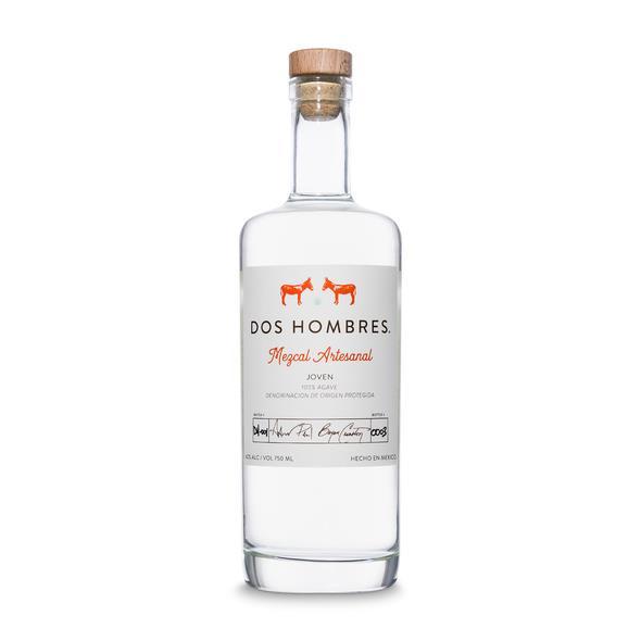 Una bottiglia di mescal Dos Hombres