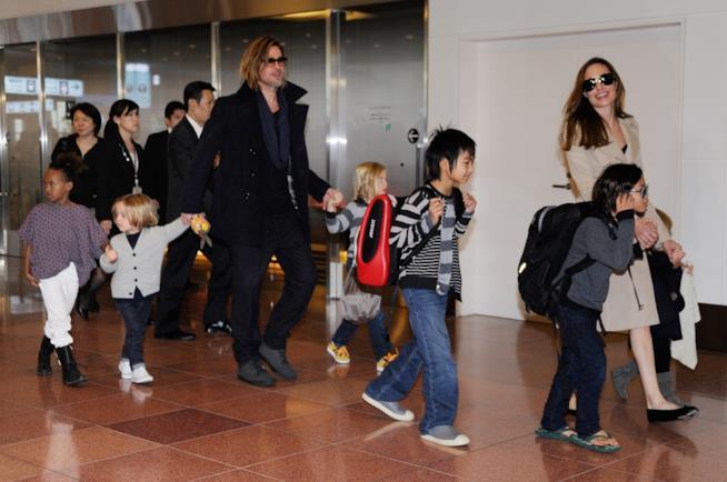 Brad Pitt e Angelina Jolie con i loro 6 figli