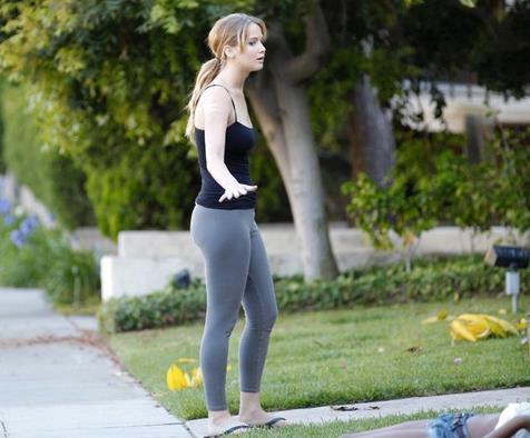 Jennifer Lawrence fuori da casa sua