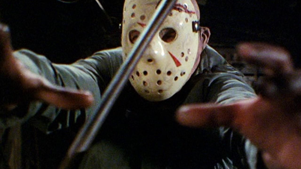 b7672e6e37d2 Dopo tutte le uccisioni qualcosa cambia in Jason. È forte, certo. Sembra  non sentire dolore, sembra inarrestabile ma è pur sempre umano.