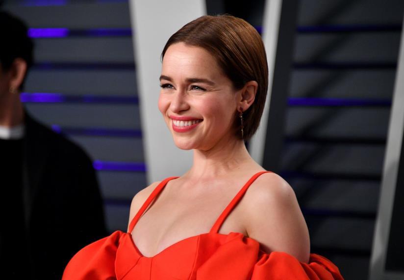 Emilia Clarke sorridente
