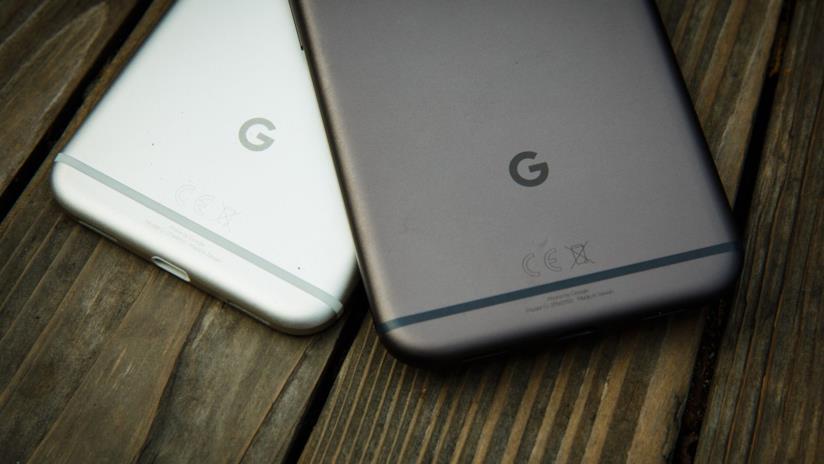 Foto della scocca posteriore di Google Pixel e Pixel XL