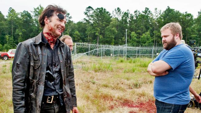 Robert Kirkman sul set di The Walking Dead con il Governatore